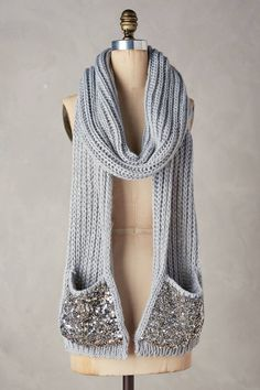 21 Amazing Gifts Anyone Who's Always Cold Would Love To Receive 21 Erstaunliche Geschenke Wer immer kalt ist, würde gerne empfangen Crochet Scarves, Crochet Shawl, Crochet Clothes, Knit Crochet, Crochet Gifts, Shawl Patterns, Knitting Patterns, Always Cold, Winter Accessories