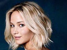 Best Hairstyles For Women With Thin Hair (2018 Class): The first you should do ladies, is to stop calling hair thin; it is fine hair. The minute you start calling