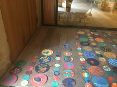 Pinta y Punto. FÁCYL 2018 patio Casa de las Conchas Kids Rugs, Patio, Home Decor, Home, Shells, Dots, Artists, Blue Prints, Decoration Home