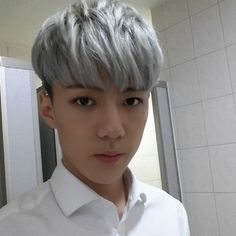 EXO's Sehun takes handsome selfie for fans