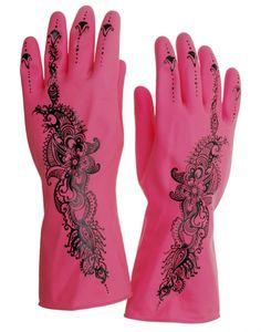 hennowe różowe rękawiczki do prac domowych, zaprojektowane przez holenderskie artystki