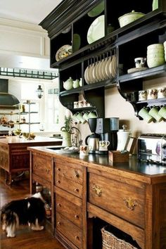 A traditional English cottage style kitchen… oh, how I want that built-in plate rack and shelf combo! A traditional English cottage style kitchen… oh, how I want that built-in plate rack and shelf combo! English Country Kitchens, English Cottage Style, French Country, Country Style, Country Decor, Style Cottage, English Cottages, Rustic Cottage, French Cottage