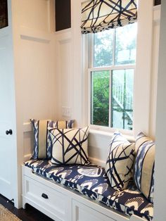 Window Seat -Kelly Wearstler Channels Custom Roman Shades and Pillows Living Room Blinds, Bedroom Blinds, House Blinds, Window Seat Kitchen, Kitchen Blinds, Custom Roman Shades, Window Benches, Window Seats, Window Seat Cushions