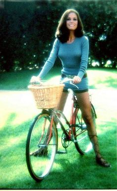 Picture of Mary Tyler Moore Vintage Hollywood, Classic Hollywood, 70s Fashion, Vintage Fashion, Vintage Style, Laura Petrie, Celebrity Pix, Pictures Of Mary, Tony Danza