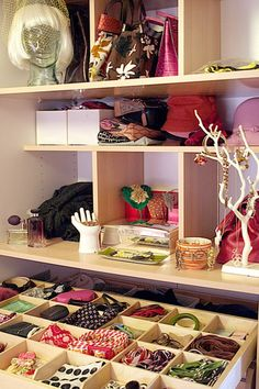 Home Organization: How to Declutter your Closets. Use these tips to get the most out from your closets, vertical storage and more. Closet Bedroom, Master Closet, Closet Space, Ikea Closet, Ikea Pax Wardrobe, Wardrobe Drawers, Home And Deco, Closet Organization, Organization Ideas