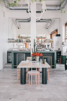 MARSEILLE CITY GUIDE : Mes bonnes adresses autour du Vieux-Port - restaurant design : Au bout du quai.
