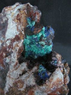 Bronchantite, aurichalcite, copper limonite on host