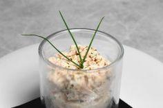 Rillettes de saumon frais par Alain Ducasse Alain Ducasse, Diy Food, Food Inspiration, Glass Of Milk, Entrees, Buffet, Appetizers, Plates, Eat