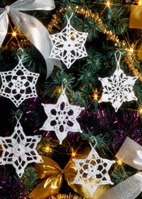 Free crochet pattern: Christmas snowflake decorations (These are really pretty. You can also spray them different colors or with glitter. Be sure to use a stiffener so they'll keep their shape.)
