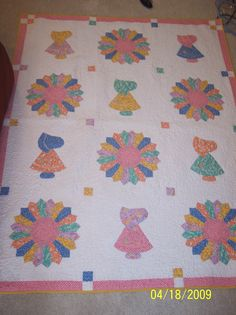 Lilly's Baby Quilt. Sun bonnet Sue and Dresden Plates in reproduction 30's prints. Pieced, Appliquéd, and Quilted by Lee McCoy.