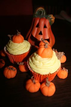 Halloween - with real vanilla cream and marzipan pumpkins