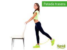 ¡Fortalece tus glúteos en casa! Este sencillo ejercicio no sólo desarrollará tus músculos, también te ayudará a trabajar tu equilibrio. Colócate a un brazo de distancia del respaldo de una silla, mantén los pies juntos, ve subiendo una pierna hacia atrás lo más alto que puedas y sostén. Baja presionando los glúteos y haz lo mismo con la otra pierna. ¿Qué otros ejercicios realizas en tu hogar?