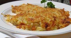 I rosti, o tortini di patate, sono un caratteristico piatto della cucina svizzera, da servire come contorno a piatti di carne o di uova, oppure da gustare da solo magari con un poco di panna acida come spuntino.