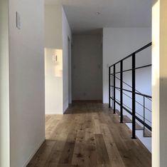 「シンプルの中に上質さを」夫婦で拘り抜いたおうちづくり。_______n.t.kさんのご自宅を探索!(前編) | ムクリ[mukuri] Divider, Stairs, Interior, Room, House, Furniture, Home Decor, Kitchen, Bedroom