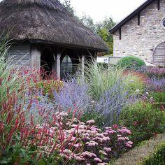 Perennial Garden Inspiration — Hurd & Honey - New ideas Small Cottage Garden Ideas, Garden Cottage, Garden Beds, Miscanthus Morning Light, Garden Design Magazine, Tuscan Garden, Garden Types, Garden Borders, Dream Garden