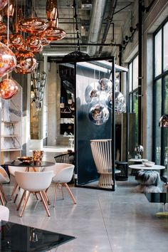 British designer Tom Dixon has teamed up with fashion brand Curve to open a retail space in Los Angeles' Culver City – his latest move to conquer the US Bar Interior Design, Restaurant Interior Design, Interior Decorating, Design Interiors, Exterior Design, Tom Dixon Lighting, Reception Desk Design, Toms, Commercial Design