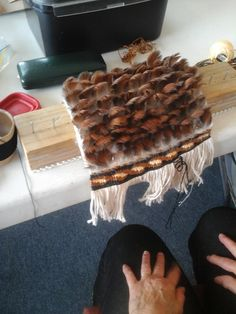 Just a small group meet this Saturday but we had managed some interesting work. We had one new lady start which was great and she is flying . Flax Weaving, Weaving Art, Feather Cape, Maori Designs, Maori Art, Feather Crafts, Fun At Work, Weaving Techniques, Small Groups