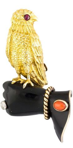 Ruby Brooches {Daily Jewel} Cartier Paris 1939 Diamond Ruby Coral Gold Falconry Brooch - Haute Tramp - Beautiful and rare brooch Bird Jewelry, Animal Jewelry, Jewelry Art, Antique Jewelry, Vintage Jewelry, Jewelry Ideas, Vintage Costume Jewelry, Vintage Costumes, Robins