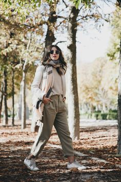 AUTUMN VIBES - Lovely Pepa by Alexandra. Ivory sweater+beige trousers+ivory coat+blush and grey scarf+round sunglasses. Fall Casual Outfit 2016