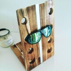 Sonnenbrillen oder einfach ein Brillenhalter. Diesen Blickfang darf in keinem Haushalt fehlen. Die Anleitung zu diesem Brillenhalter findet ihr auf meinen YouTube-Kanal MrHandwerk. Würde mich auf euren Besuch sehr freuen.