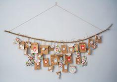 Un calendrier de l'avent DIY Christmas Design, White Christmas, Xmas, Calendrier Diy, Diy Cadeau Noel, Diy Calendar, Small Gifts, Diy And Crafts, Concept