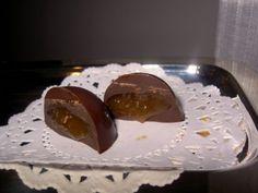 NOME: Cioccolatini Alle Castagne PIATTO: Dessert INGREDIENTE PRINCIPALE: Castagne PERSONE: 4 CALORIE PER PERSONA: 864 NOTE: - INGREDIENTI: 1000 G ==== Castagne 200 G ==== Zucchero 25 Cl ==== Latte 2 Bustine ==== Vaniglina ==== Cioccolato In Scagliette 1 Cucchiaio ==== Burro   PREPARAZIONE Cioccolatini Alle Castagne : Sbucciate le castagne e lessatele in acqua salata. Privatele della pellicina e,