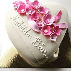 Raspberrymoussecake for a christening