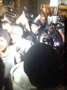 "1D Updates ✌️ @Updates1D_x3 ""@NipsAndDimps: Niall and Louis at LAX! (Via @Louis1DUpdates) ✈✈✈✈✈✈✈✈ 19.11.13✈✈✈✈✈"