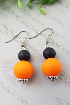 Strikingly beautiful yet simple these Orange Silicone Dangles are the perfect complement to your little black dress and office wear. A great pair of hypoallergenic earrings you need to add to your earrings collection! Chain Earrings, Unique Earrings, Bead Earrings, Earrings Handmade, Homemade Necklaces, Homemade Jewelry, Orange Earrings, Stainless Steel Earrings, Handmade Shop