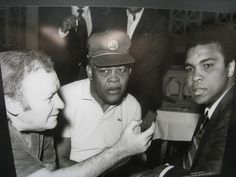 'A man who fought for us': Barack Obama compares Muhammad Ali with Martin Luther King Jr., Nelson Mandela - http://www.sportsrageous.com/boxing/man-fought-u-s-comparable-martin-luther-king-nelson-mandela-barack-obama-describes-muhammad-ali/25903/