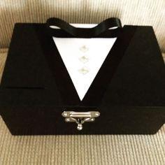 Caixa Black Tie para passar a gravata no dia do casamento... #caixa #blacktie #tecido #casamento #married #gravata #dinheiro #noiva #noivo #decor #decoracao #caixaparadinheiro