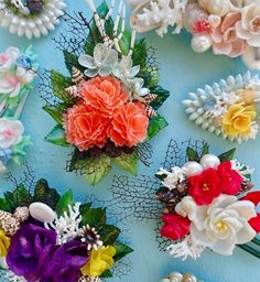 Seashell adornments by SEA SHELL FINERY by L. A. Givens Seashell Jewelry, Seashell Art, Seashell Crafts, Shell Flowers, Sea Shells, Hair Bows, Floral Wreath, Old Things, Arts And Crafts