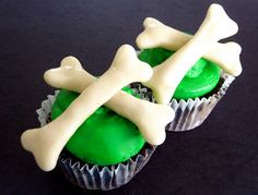 Lindsay Ann Bakes: Bloody Pretzel Stick Skeleton Bone Cupcakes