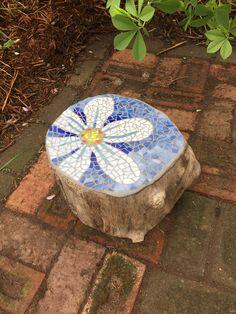 Mosaic Garden Art, Mosaic Tile Art, Mosaic Pots, Mosaic Artwork, Glass Garden Art, Mosaic Diy, Mosaic Crafts, Stone Mosaic, Mosaic Glass