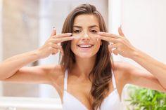Cremas caseras para la cara con manchas y arrugas. ¿Quieres saber cuáles son las mejores cremas caseras para la cara con manchas y arrugas que tú misma puedes preparar? Entonces, presta atención a este artículo de unCOMO porque te revelamos qué produc...