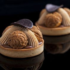 These St. Honore Tartlettes combine the deliciousness of the praline paste with the flavor of caramel into an amazing dessert! Fun Desserts, Dessert Recipes, Chef Recipes, Caramel Ganache, Opera Cake, Coffee Buttercream, Choux Pastry, Pastry Chef, French Pastries