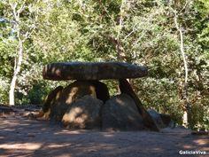 "Dolmen de Axeitos, parroquia de Oleiros (A Coruña) Llamada ""A Pedra do Mouro"", entre el 4000 y el 3600 a.c."