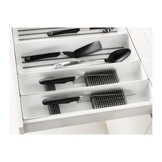 IKEA - VARIERA, Knife tray, Makes it easier to organize and find what you need in the drawer.Rounded corners for easy cleaning. Cutlery Drawer Insert, Drawer Inserts, Kitchen Drawer Dividers, Kitchen Drawer Organization, Kitchen Drawers, Ikea Kitchen Storage, Ikea Variera, Utensil Trays, Kitchens