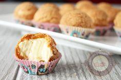 Plus de 2 ans après avoir publié cette recette, je la repartage à nouveau avec de nouvelles photos bien plus alléchantes que celles postées à mes débuts. C'est l'une de mes recettes fétiches : des choux garnis de crème pâtissière à la vanille. Un régal tout simplement, pour les pupilles et les papilles! La pâte … … Lire la suite → Donut Recipes, Pastry Recipes, Best Christmas Crackers, Baby Girl Cupcakes, Cracker Toffee, Love Cake, Biscuits, Food And Drink, Snacks