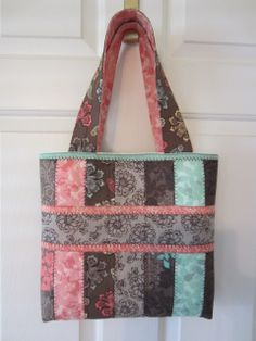 Beautiful bag by Patricia Weathers using my Jelly Roll Tote tutorial. Love it!