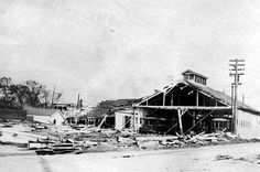 New Orleans Hurricane, 1915 275 dead When this destructive storm hit New Orleans, its winds had reached 145 m.p.h. (235 km/h). Flooding was not as widespread during this storm, but as with Hurricane Katrina, waters from Lake Pontchartrain were forced backward into the city's drainage canals because of a power failure in the drainage pumps. Most of the storm's casualties occurred in southeast Louisiana, where flooding washed away many of the levees protecting the area.