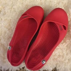 Shop Women's crocs Red size 6 Flats & Loafers at a discounted price at Poshmark. Women's Crocs, Crocs Shoes, Loafer Flats, Loafers, Sandals, Best Deals, Womens Fashion, Closet, Style