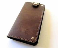 Men's Distressed Brown Top Snap Leather Wallet Can Be Personalized - bedding fitness Saddle Leather, Leather Men, Black Leather, Custom Leather Wallets, Mens Leather Accessories, Brown Leather Wallet, Canvas Wallet, Wallet Chain, Distressed Leather