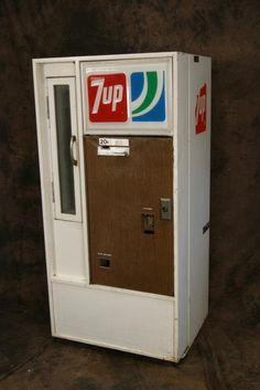 vintage+vending+machines | Vintage 20c 7-Up Vendorlator Vending Machine