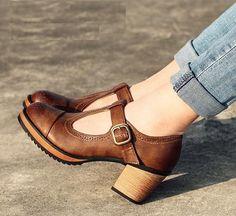 Vintage Outfits sind doch erst mit dem richtigen Paar #VintageSchuhe komplett... Unsere Vintage Schuh Ideen findest du hier: https://www.stylishcircle.de/blog/vintage-schuhe #StylishCircle #Vintage #Style