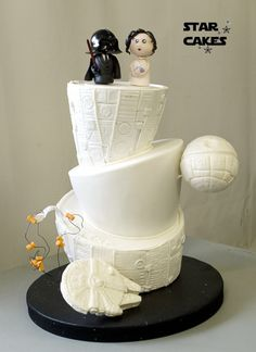 15 wonderfully nerdy wedding cake toppers wedding pinterest tarta de boda star wars star wars wedding cake sguenos en httpswww junglespirit Images