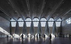 Arcaid Images Architectural Photography Awards -Ha fatto il bis Terrence Zhang che partecipa alla competizione anche con questa immagine scattata all'interno del Gymnasium of the New Campus of Tianjin University: niente acqua, ma studenti come ombre davanti alle reti da pallavolo