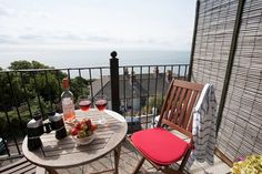 New to the portfolio: just a short stroll from the beach, 6 St Josephs is a gorgeous apartment for four in Ventnor. Offering superb panoramic views, the property has spacious bedrooms (one en suite) and a fabulous balcony, which is the perfect spot to relax with that morning cup of coffee, or evening glass of wine. #Holiday #Cottage #IsleofWight #IoW #Ventnor #Views #Beaches #Walks #Restaurants #Enjoy u.classic.uk/vb3a