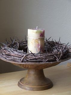 Ideas for how to decorate your family& feast table during Lent. Also great lists of other Lent planning resources: booklists, sacrificing, and activities. Catholic Lent, Catholic Traditions, Maundy Thursday, Lenten Season, Church Banners, Palm Sunday, Easter Crafts, Easter Decor, Diy Crafts