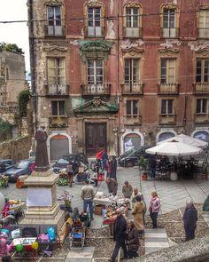"""""""Mercatino della domenica in piazza Carlo Alberto * #loves_cagliari#a_journey_in_cagliari…"""" Street View, Journey, Italy, Old Town, Italia, The Journey"""